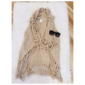 BB Dakota fringe shawl size Small beige